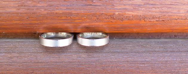 anillos de boda luz neutra fotografia