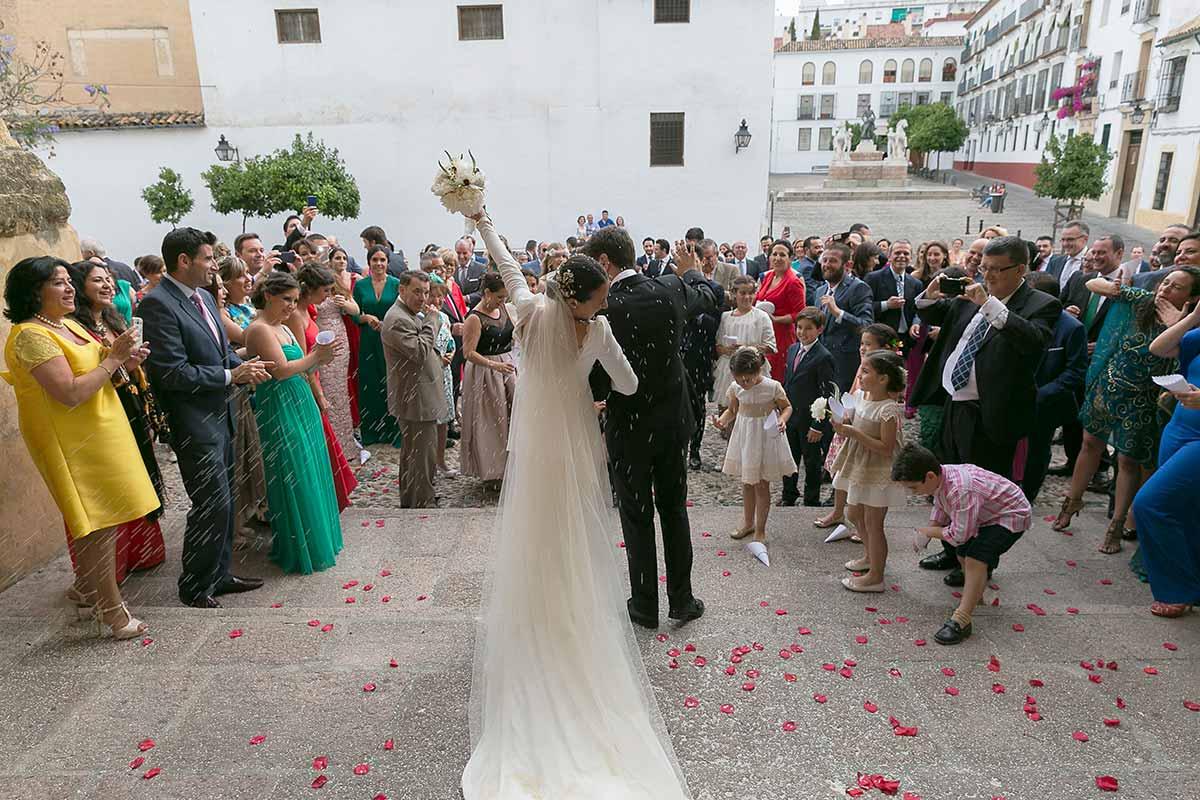 Fotografos de boda en Sevilla, las mejores fotos de boda de Sevilla, calidad, buen precio y un trato excelente. Tenemos diez años de experiencia a tu servicio y lo mejor: nos apasiona nuestro trabajo.