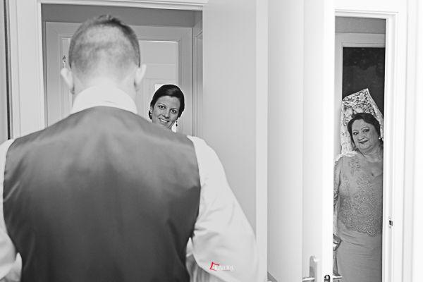 toda la familia participa de la fiesta de una boda
