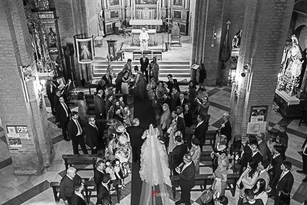 Siempre espectacular la llegada de la novia al altar