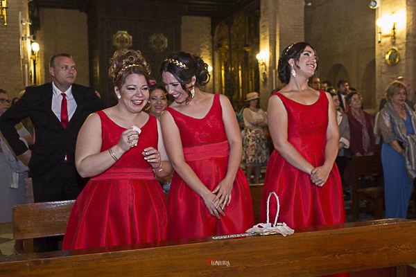 las hermanas de la novia rotas de emoción