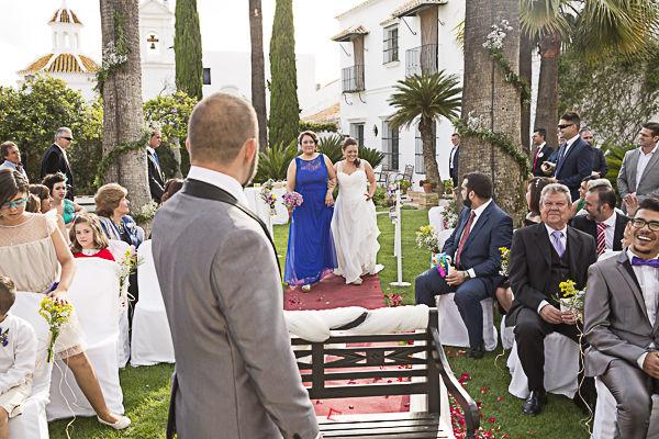 inolvidable la llegada de la novia a la ceremonia