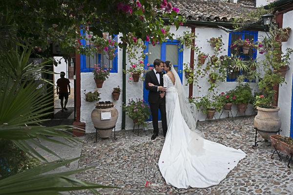 los patios cordobeses son especiales para realizar fotos de boda
