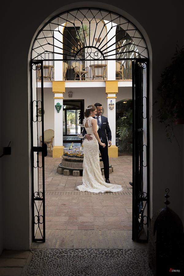 ivan y elo, una pareja estupenda el dia de su boda