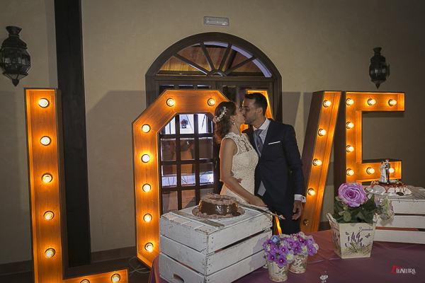 el corte de la tarta es otro momento especial del convite de boda