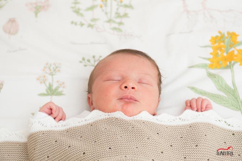 Las fotos más bonitas, justo para lo más bonito de tu vida, llamanos para hacer las fotos de tu recién nacido, te encantarán los resultados