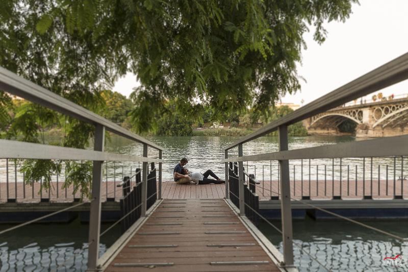 Reportaje de embarazada en Sevilla, un paseo por Triana