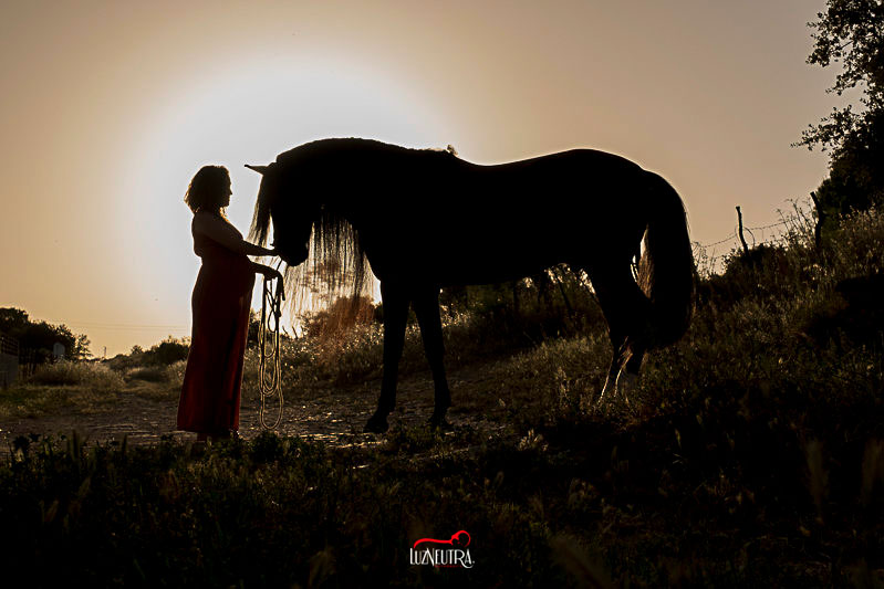reportaje embarazada en en el campo Sevilla Luz Neutra Fotografía