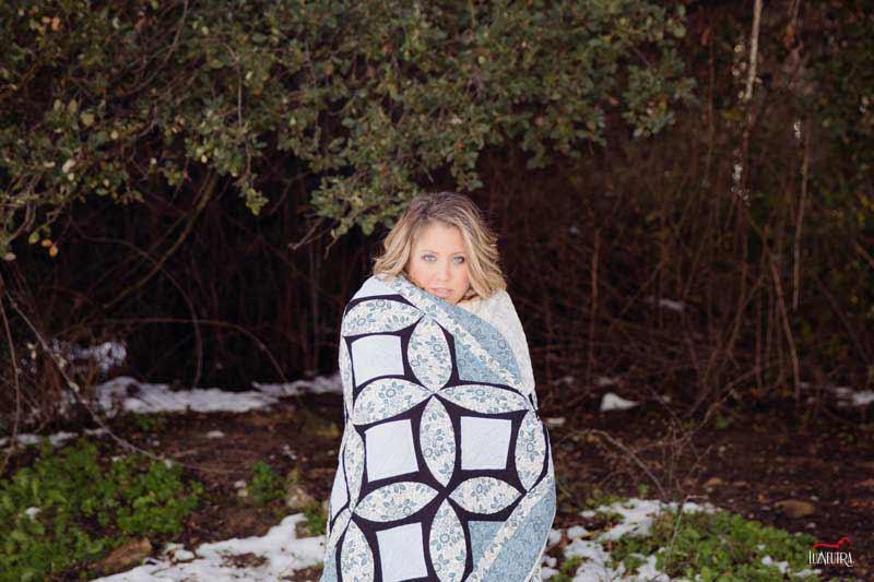 Fotografos especialistas en reportajes de embarazo y bebés recién nacido, en exteriores, en la nieve