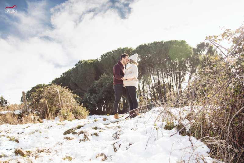 fotografías de embarazo en el bosque, reportajes en exterior en Sevilla
