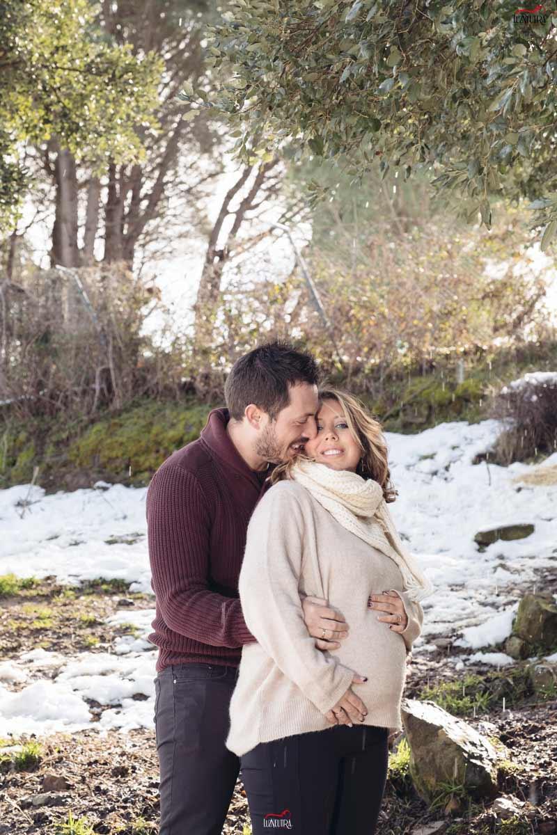 Fotos de embarazo en exteriores. Luz Neutra Foto Sevilla. Sesiones y reportajes de embarazo en el campo