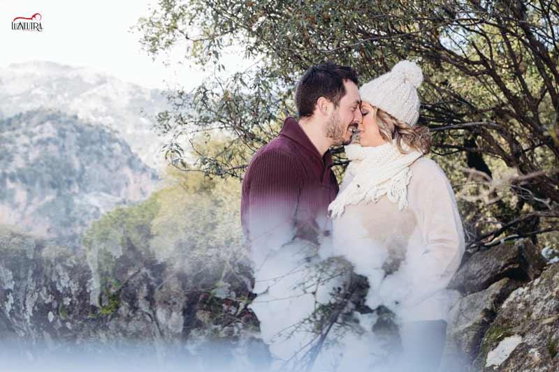 Fotógrafa de embarazadas en el campo. Luz Neutra Sevilla. Álbumes y reportajes de embarazada en exteriores