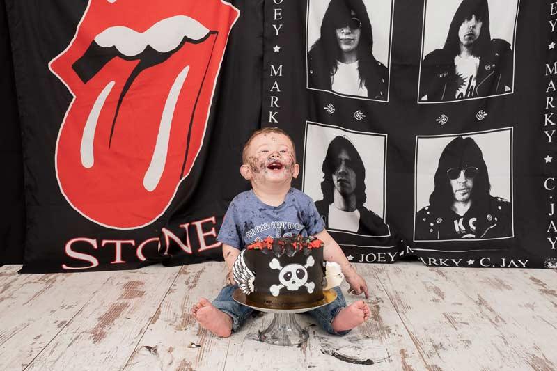 El Primer Cumpleanos De Hugo Muy Rockero Con Su Tarta