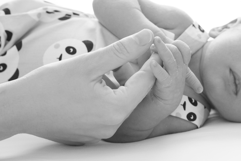 fotografia de detalles de recién nacidos en Sevilla