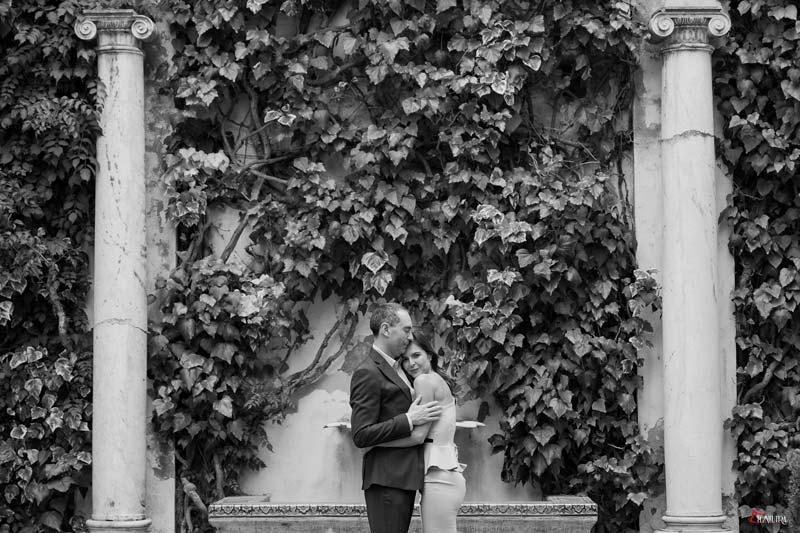 fotos de boda en blanco y negro en Alcazar de Sevilla