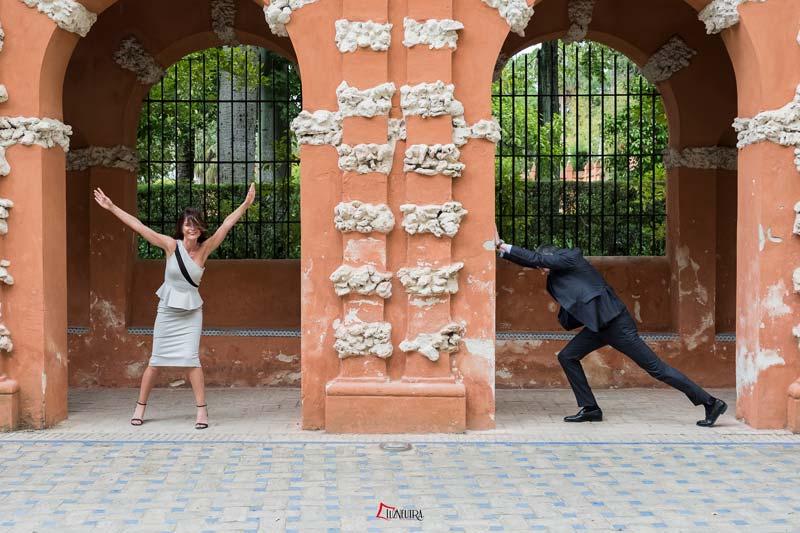 fotos de boda divertidas en el alcazar de sevilla