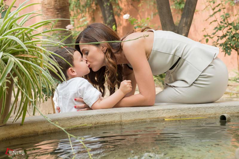 fotos de boda con niños en alcazar de Sevilla